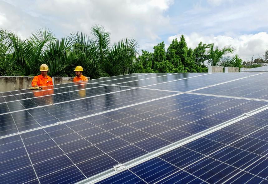 Phát triển hạ tầng chất lượng tấm quang điện mặt trời ở Việt Nam